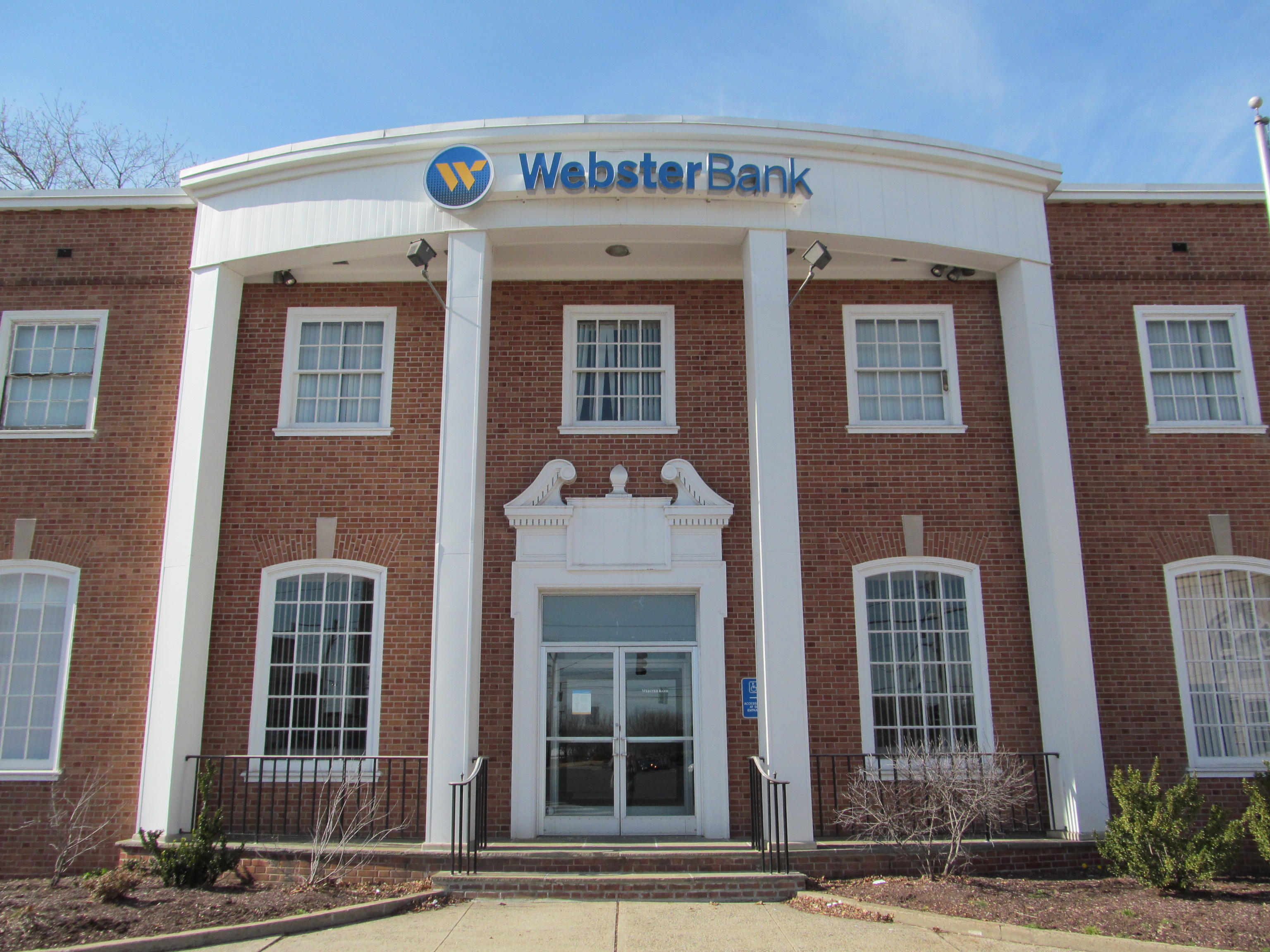 Webster_Bank,_Hamden_CT[1]